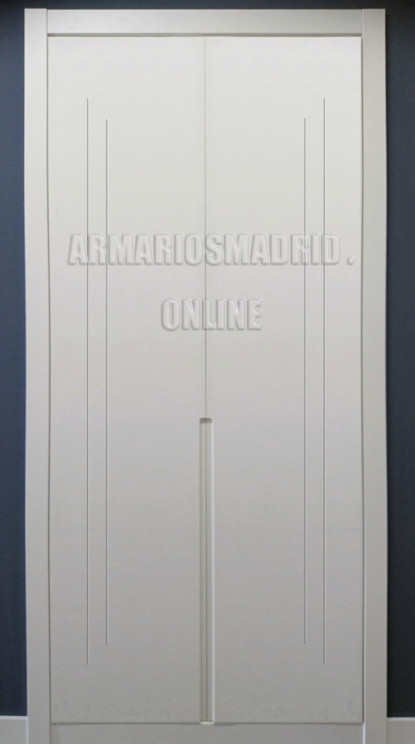 Armario de puertas abatibles, con tiradores embutidos integrados, lacados en blanco