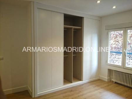 Armario de puertas lacadas en blanco correderas, modelo mapi