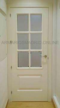 Puerta recta dos cuadros lacada en blanco roto vidriera para seis cristales