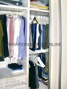 Interior de armario empotrado en melamina blanca
