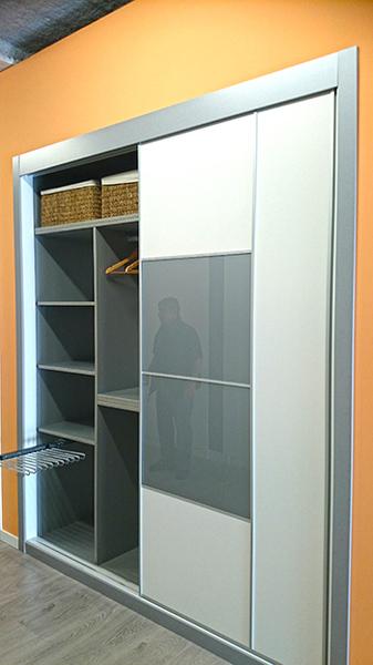 Interiores de armarios empotrados a medida armarios madrid - Baldas para armarios ...