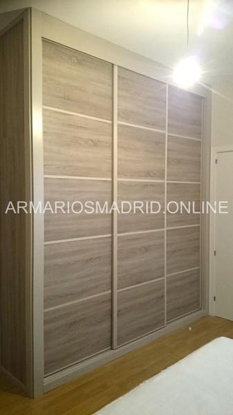 armario de tres puertas correderas en melamina roble virginia modelo japones with como hacer un armario a medida