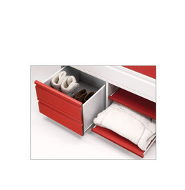 Cajonera dividida y combinada con baldas extraibles, una mitad con cajón de gran capacidad.