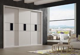Frente de armario a medida en blanco, con cuadro central en cristal lacado
