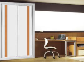 Frente de armario a medida, en melamina en blanco combinado con cristal naranja