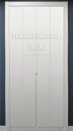 Armario lacado en blanco, tirador fresado y embutido, modelo 1.2, puertas abatibles