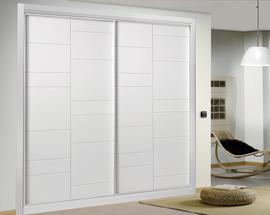 Armario empotrado lacado blanco, de puertas correderas, fresado, diseño moderno
