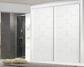 Armario empotrado lacado blanco, de puertas correderas, fresado cuadros, diseño moderno