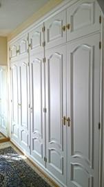 Lacado de frente de  armario clásico.