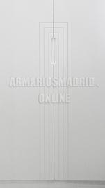 Tirador embutido fresado en la propia puerta, lacado en blanco, rectangular sencillo