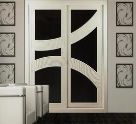 Frente de armario lacado en blanco combinado con cristal negro