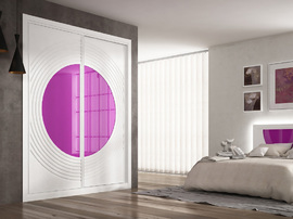 Armario empotrado, lacado blanco, de puertas correderas, combinado con cristal marrón, de diseño moderno