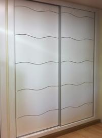 Armario de diseño moderno con incrustaciones en aluminio, de puertas cdrrederas
