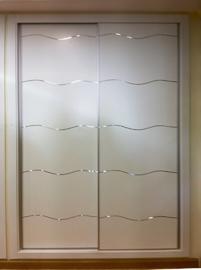 Armario de diseño moderno con incrustaciones en aluminio, de puertas correderas