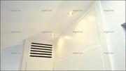 Detalle de rejilla hecha a medida para integrar el aire acondicionado