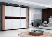 Armario empotrado de puertas correderas,  perfilería fine aluminio anodizado, melamina blanca/cristal lacobel salmón y chocolate.