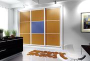 Frente de armario a medida de puertas corredera perfilería seven lacado blanco/melamina japones naranja y azul.