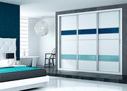 Frente de armario deslizante con las puertas combinado melamina blanca y franjas en cristal lacado azul en dos tonos de RAL
