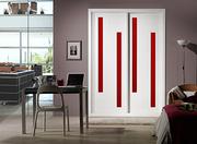 Frente de armario de puertas correderas, a medida,  perfileria four, puerta lacado blanco pantografiado fresado, cristal lacobel rojo.