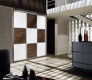 Frente de armario corredera a medida,  perfilería sport plata, puertas melamina nogal/cristal blanco, decoracion japonesa plata.