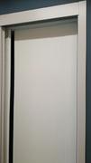 Frente de armario a medida de puertas deslizantes, perfilería sport blanco, puerta lacada blanca fresado.