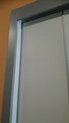 Detalle de acabado de tapeton , tapeta y carril superior en armario empotrado