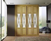 Frente de armario a medida, abatible seven prefileria roble barniz, puerta roble barniz/cristal laminar transparente, decoración moldura y aspa en roble barniz.