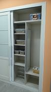 Columna de baldas en interior de armario empotrado
