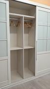 Doble barra de colgar en interior de armario empotrado