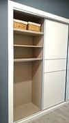 Detalle de distribución de interior de armario ropero