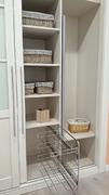 Detalle de interior reparto de interior de armario ropero