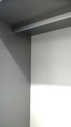 Interior de armario en melamina combinando gris y blanco