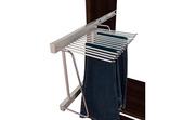 Organizador de armario, pantalonero lateral extraible con práctico tirador.
