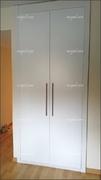 Frente de armario abatible de dos puertas lacado en blanco