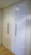 Frente de armario abatible de tres puertas lacado en blanco