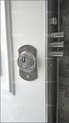 Puerta acorazada con escudo al acero al manganeso.